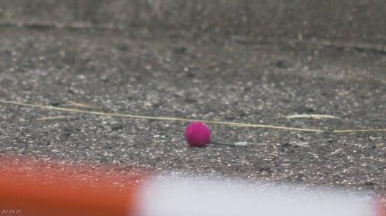 """【蜗牛棋牌】G20现场附近现可疑男子 扔下冒烟 """"小球""""后逃走"""