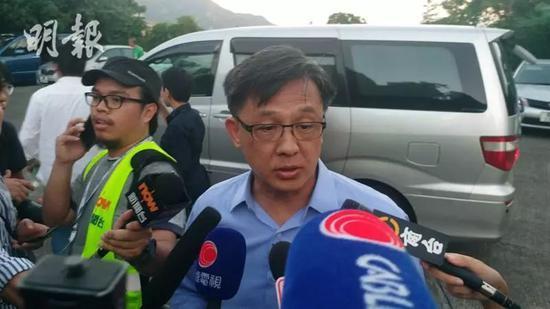 ▲何君尧接纳新闻记者访谈 图自《明报》