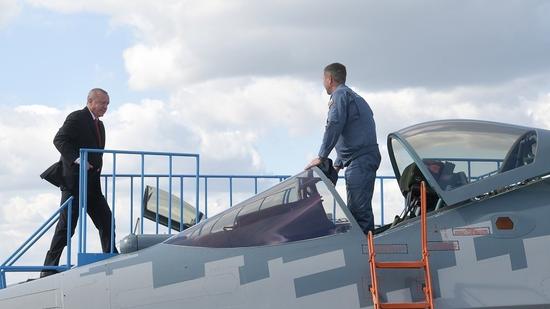 埃尔多安在莫斯科航展参观俄罗斯苏-57战机 图源:RT