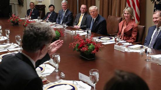 特朗普与俄官员相谈甚欢 答应将处理拒签成绩