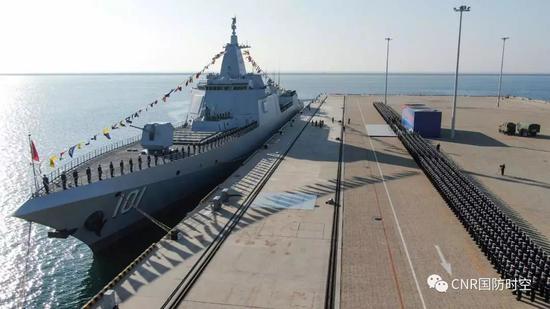 055型万吨大驱南昌舰入列 中国海军迎第4代驱逐舰图片