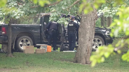 警方搜查嫌犯皮卡(CBC)