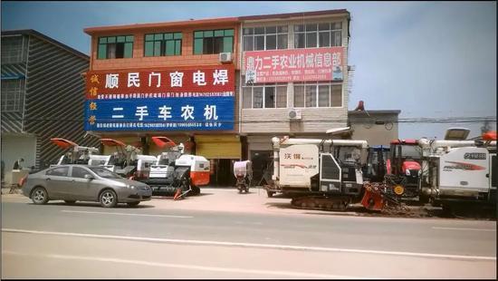 (注:在王岗镇随处可见农机销售的店铺。)