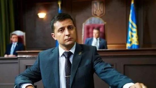 ▲《人民公僕》一劇中,澤倫斯基飾演烏克蘭總統。圖據烏克蘭24頻道