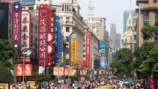 上海市第十五届人民代表大会第三次会议今天上午开幕。上海市市长应勇作《政府工作报告》。