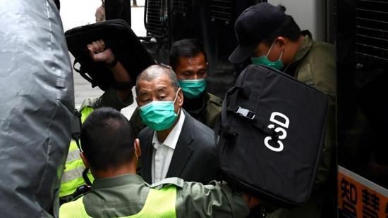 2021年2月9日,黎智英抵达法院。 香港媒体 图