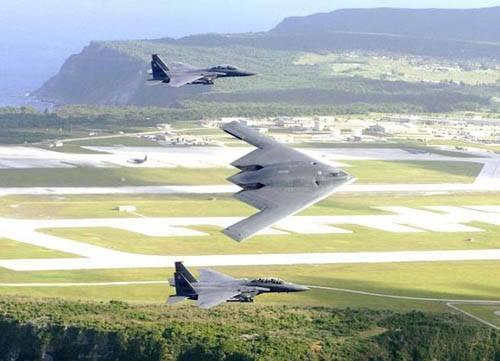 資料圖:B-2轟炸機在關島上空飛行。