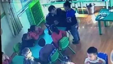 视频:幼儿园学生被逼吃剩饭 家长报警却发现老师只