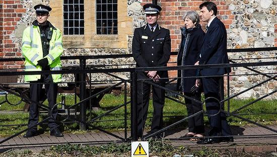 3月15日,英国首相特蕾莎·梅访问案发现场。图片来源:视觉中国