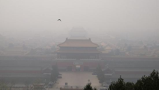 雾霾中的北京。图片来源:视觉中国