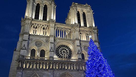圣诞沉睡的巴黎圣母院 可能在修复时再次散架