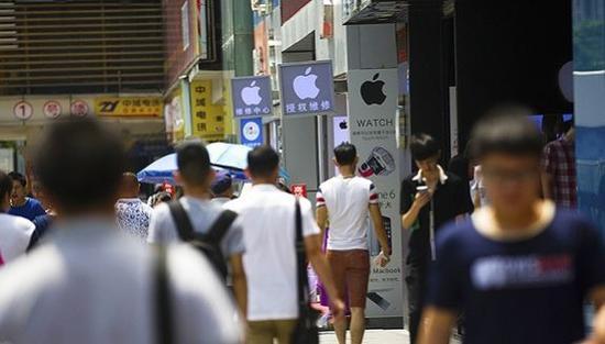 ▲华强北街头。图片来源:视觉中国