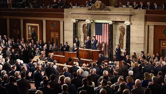 马克龙在美国国会演讲。图片来源:视觉中国