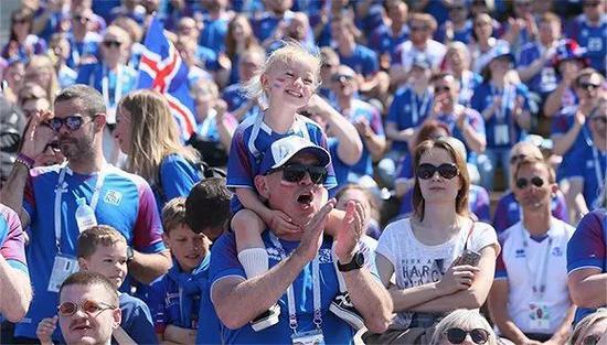 冰岛球迷在俄罗斯世界杯。图片来源:视觉中国