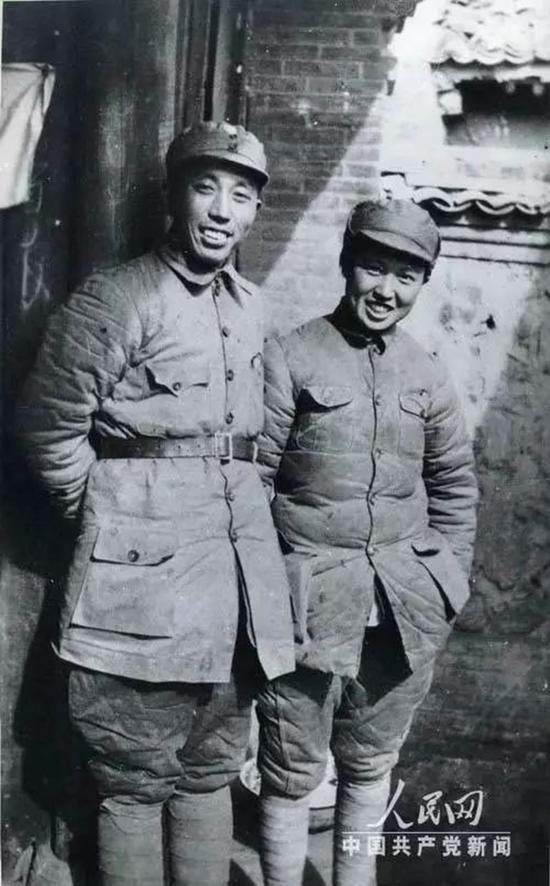 1939年,王震和夫人王季青在雁北抗日根据地。