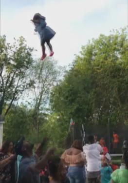视频:熊爸爸将女儿抛上天 亲妈目睹过程气疯了