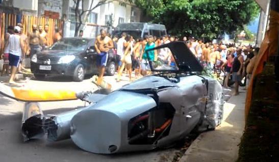 视频:新年第一天 巴西男子被坠落在家门口直升机砸