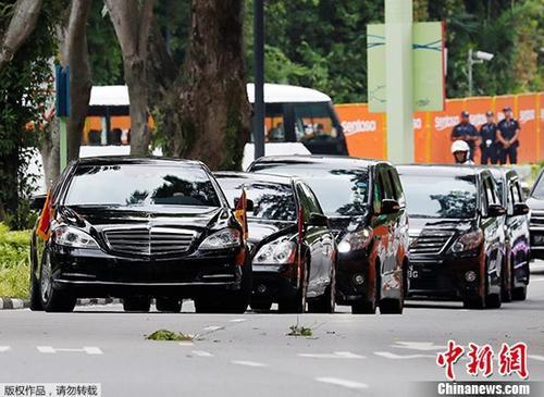 当地时间6月12日,金正恩乘车抵达新加坡嘉佩乐酒店,准备参加当日举行的朝美领导人会晤。