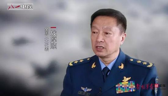 ▲西部战区空军司令员战厚顺接受采访。(中国军网)