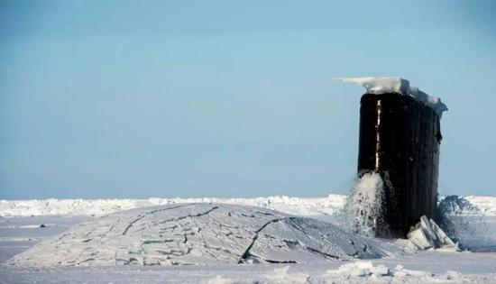 ▲资料图片:2016年3月,美国海军一艘潜艇在北极参与演习。(美国海军)
