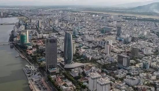 这是2017年10月1日拍摄的越南岘港市行政中心。新华社记者吕小炜摄