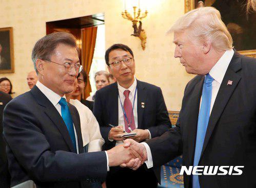韩国人刚硬气了一把 美国就提着刀找上门|特朗普|军费