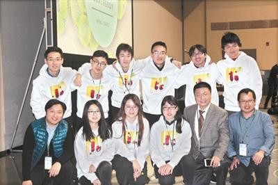 华东理工大学团队参加国际遗传工程机器大赛(iGEM)时合影。