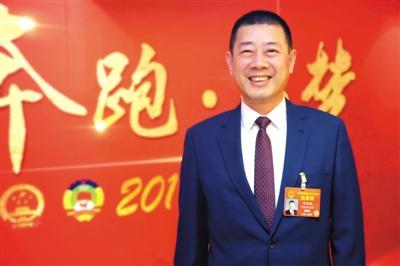 3月14日,全國人大代表、黑龍江飛鶴乳業有限公司董事長冷友斌接受媒體採訪。