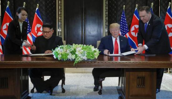 视频:朝美领导人签署文件