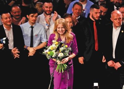 当地时间3月30日,苏珊娜·卡普托娃庆祝在总统大选中获胜。图/视觉中国