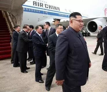 ▲朝鮮領導人金正恩乘坐中國國航波音747客機抵達新加坡樟宜機場。
