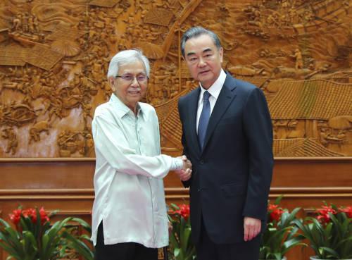 王毅会见马来西亚总理特使达因
