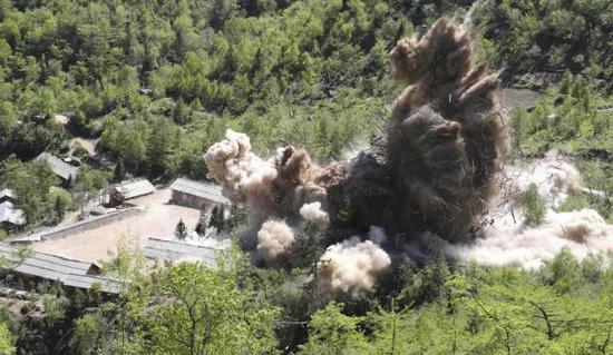 这是5月24日在朝鲜咸镜北道吉州郡的丰溪里核试验场拍摄的爆破现场。美媒曝美要求朝鲜承诺去核时间表。新华社 图