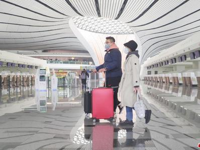 北京大兴国际机场旅客戴口罩出行