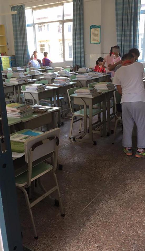 开学首日,杭州一小学班级三分之二学生缺席。学生家长供图