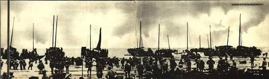 ▲资料图片:1950年,解放军正从琼州海峡进行登陆作战。(《人民画报》)