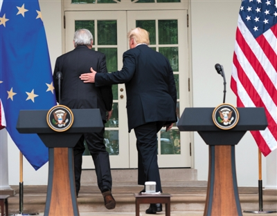 去年7月25日,美國華盛頓,美國總統川普和歐盟委員會主席容克宣佈,美國和歐盟就緩和當前緊張的貿易關係達成協議。 圖/視覺中國