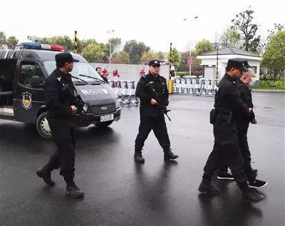 """3月26日,""""楊梅命案""""嫌疑人被押回仙居縣。仙居縣公安局供圖"""