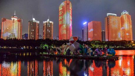 元宵夜全国多地亮起灯光 为武汉加油