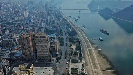 湖北宜昌:志愿者用镜头定格那些温暖瞬间