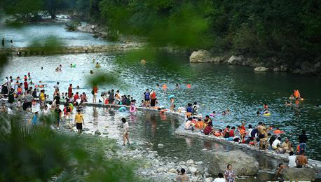 湖北宣恩:贡水河上好休闲