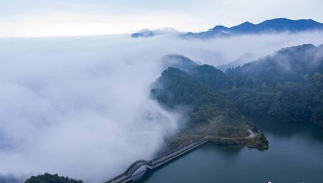 航拍江西庐山雨后云雾缭绕美如画