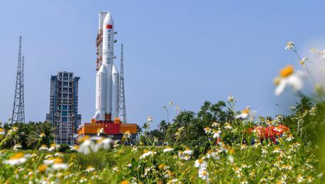 空间站天和核心舱发射在即 器箭组合体转运至发射区