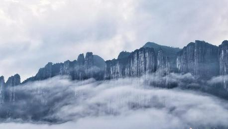 湖北恩施大峡谷:晨雾飘悬似仙境