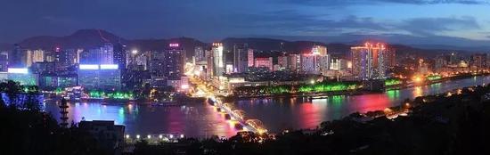 (图为兰州城市夜景 图源:视觉中国)