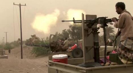 沙特联军5度空袭也门荷台达。(图源:《爱尔兰时报》)