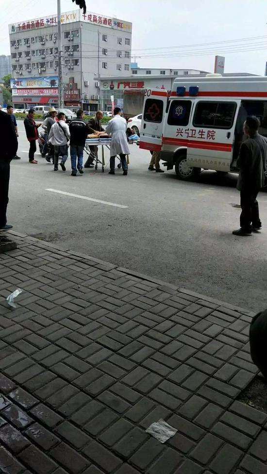 南宁男子持刀砍人致1死3伤 死者系1岁多男孩80枪版电影院