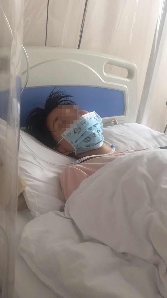崔纤刚住院时的病床照