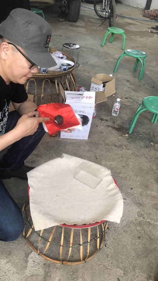 """云南勐海""""找到200多块陨石"""" 现场售价1克超两千"""