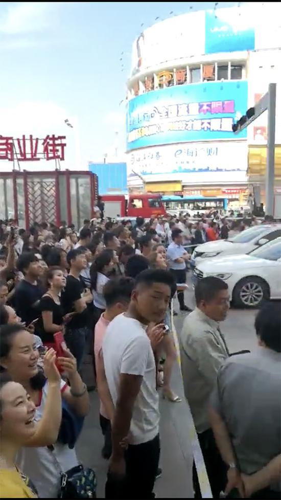 庆阳官方:猥亵跳楼女生涉案人有轻生念头 被解救